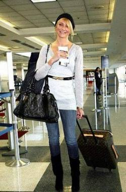 cameron-diaz-louis-vuitton-luggage